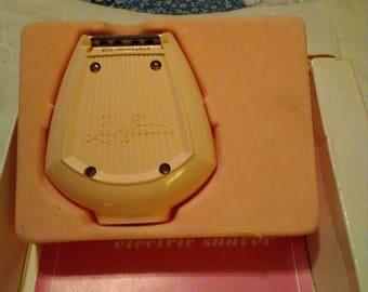 Lady Remington Electric Shaver.  1960's. WORKS!