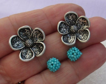 Retro Flower & Blue Beaded Cluster Pierced Earrings