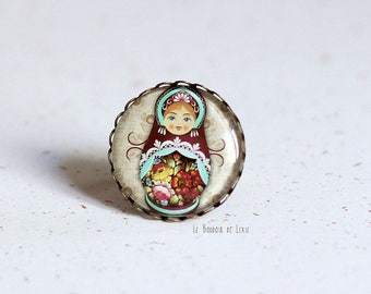 Matryoshka ring, glass cabochon, ring holder lace in antique bronze