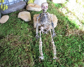 Halloween Skeleton ~ Dollhouse Miniature ~ Skeleton ~ Fairy Garden ~ Halloween Decoration ~