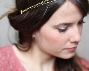 Simple elastic gold headpiece