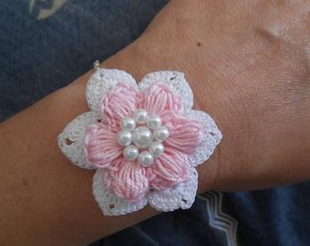 Crochet pink white flower bracelet