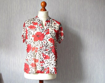 Vintage red  shirt with short sleeves cropped floral blouse M/L Elegant Summer Fashion mod / modernist cropped top - S  80s