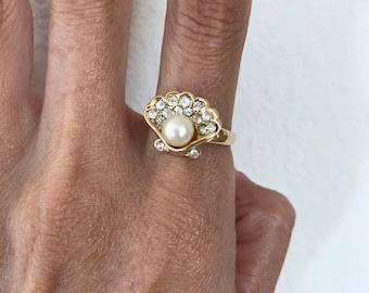 Sea Shell Ring with Faux Pearl Gold Tone Size 6