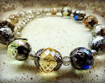 Collier court perles de cristal , multi reflets , style vintage , très années 50 !