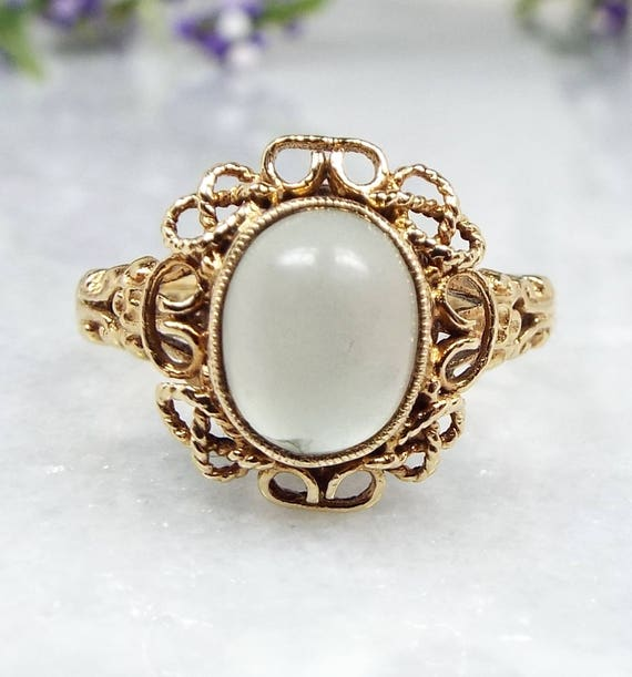 Vintage 1974 9ct Yellow Gold Ornate Victorian Style Grey Moonstone Ring / Size L