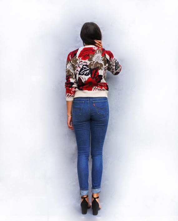 Red Floral Sweater, Vintage 1980s Flower Jumper, Multicoloured Sweater, Boho Knitwear, 80s Pullover, Ladies Fun Tumblr Hipster Roses Fashion