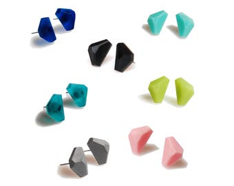 Small Triangles Studs Earrings,Matte Resin Geometric Studs,Minimalist jewelry,Edgy Earrings,Pyramid Earrings,Gift for Her