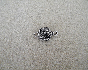 Pearl connector in silver, flower, 22 mm including ties
