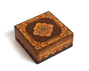 Vintage medium handmade wooden box case, vintage jewelry box, handmade jewelry box, Vintage wooden pyrography box case, retro jewelry box