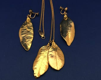 Vintage Gold-tone pendant Necklace and Earrings