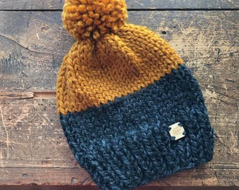 Slouchy Two-Coloured Tuque with Pom Pom {charcoal + butterscotch}