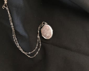 Vintage Sterling Silver Engraved Oval Locket & Chain. c.1960s