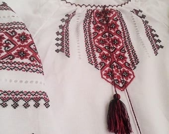 Free shipping!!! HAND EMBROIDERY!  Ukrainian embroidered blouse size us 8-10 eu38-40