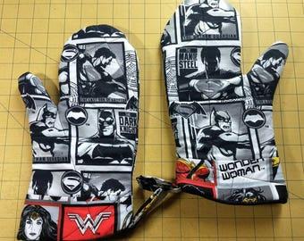 Wonder Woman/Batman/Superman Oven Mitt Set