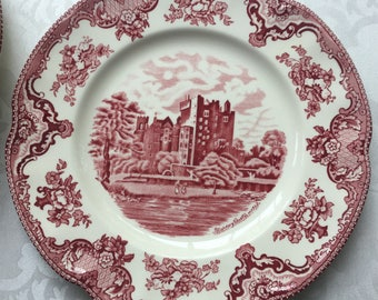 """Johnson Bros 10"""" dinner Plate Blarney Castle Red/Pink Old Britain Castles Pattern; Made in England"""