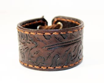 Leather cuff, cuff with oak leaves ornament, great gift for women, hight quality handmade leather bracelet, unique gift for women.