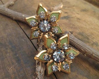 vintage gold tone floral blue rhinestone green enamel fleur de lis screw-back earrings.