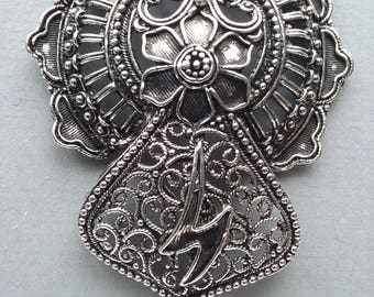 1 pendant decorated with silver metal antique 43x62x10mm