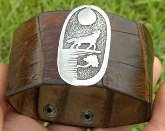 Native Indian Navajo sterling silver howling wolf peyote  Genuine brown  Alligator  leather cuff bracelet   ketoh wristband customize wrist