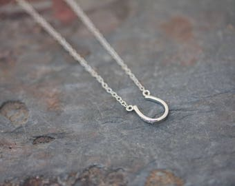 Plain horseshoe necklace