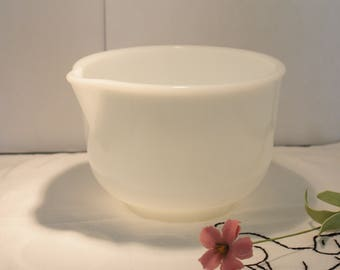 Vintage Sunbeam Glasbake Milk Glass Mixing Bowl (Medium size with pour spout)