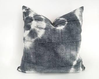 Authentic Mudcloth Pillow, Mali Bogolan, Shibori, Tie-dye, Gray, Round