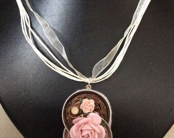 Organza necklace with Pendant in aluminium and flowers