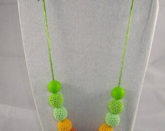 CollierPA006 - Babywearing necklace / nursing green and orange