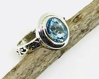 Blue Topaz ring set in sterling silver 92.5. Stone -10x8mm oval. Natural authentic blue topaz stone. Size -7 ring . Ring - .50 inch long.