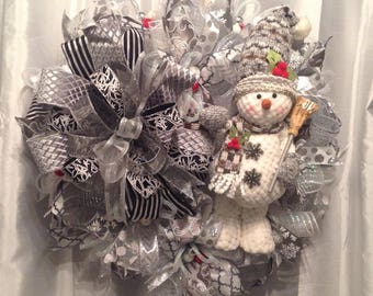 Grey and white snowman