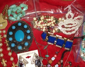 Lot of 15 pieces of wearable jewelry