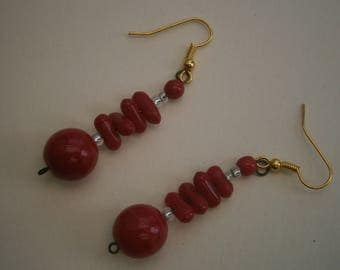 D195) A lovely pair of vintage retro gold tone metal and red glass bead drop hook earrings