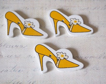 3 yellow pumps 36x23mm wooden buttons