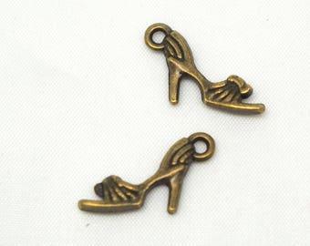 2 charms 20x12mm bronze metal heel