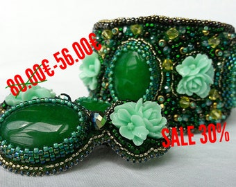 green bracelet and earrings with agate