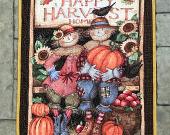 Quilted wall hanging  happy harvest home  fall decor  scarecrows and pumpkins