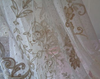 SALE.   Stunning Romantic Antique Delicate Handmade French Lace Coverlet Bedspread.