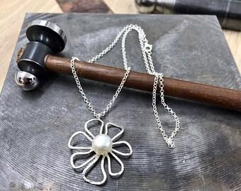 Silver daisy pendant, Pearl necklace, silver pearl pendant, open silver pendant, Rolo Necklace, 925 silver necklace, flower pearl pendant