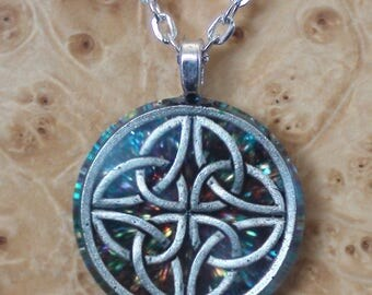 Rainbow 4-directions celtic knot Soul-Antennas Crystal Ormus Orgone Unisex Pendant Necklace 25mm Courage Ancestral Wisdom Transcendence