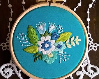 kit de broderie traditionnelle - motif de broderie - tutoriel de broderie - bouquet bleu