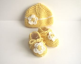ALL cotton Baby Slippers Cup - white and yellow daisy flowers