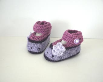 Babies booties baby shoes 0/1 month birthstone purple lilac plum flowers shoes