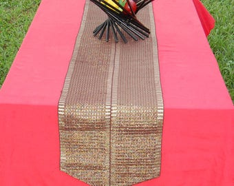 Attractive table runner with woven tassels