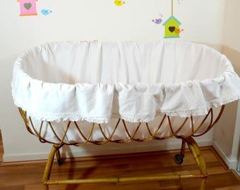 lit  bébé en rotin, berceau ,vintage, Moïse, avec matelas et habillage