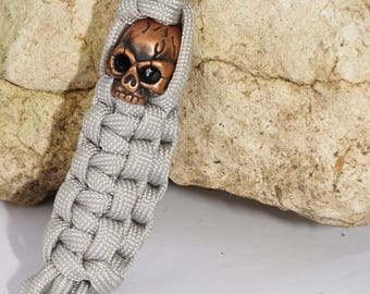 grey Paracord key chain / copper skull