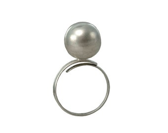 Sterling silver dome ring, little finger ball ring, sphere band, pinky ring, minimal jewelry, metallic jewelry, modern ring 925