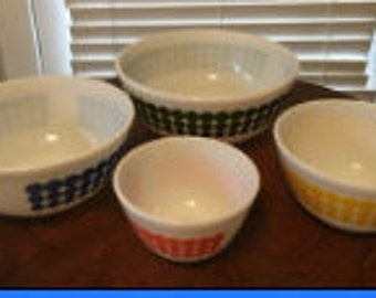 Vintage Dot Pyrex Nesting Bowls