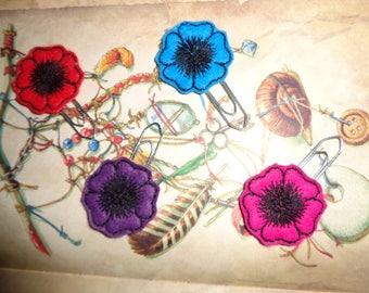 Set Of 4 Flower Blackwork Blooms - PaperClip - Felt Planner Clip - Planner Accessory -  - Cute Paper Clip - Bookmark - Planner Clip