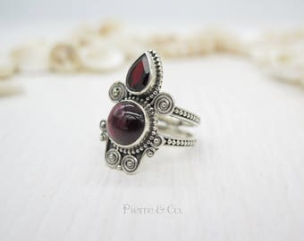 Antique Garnet Sterling Silver Ring (Size 9)